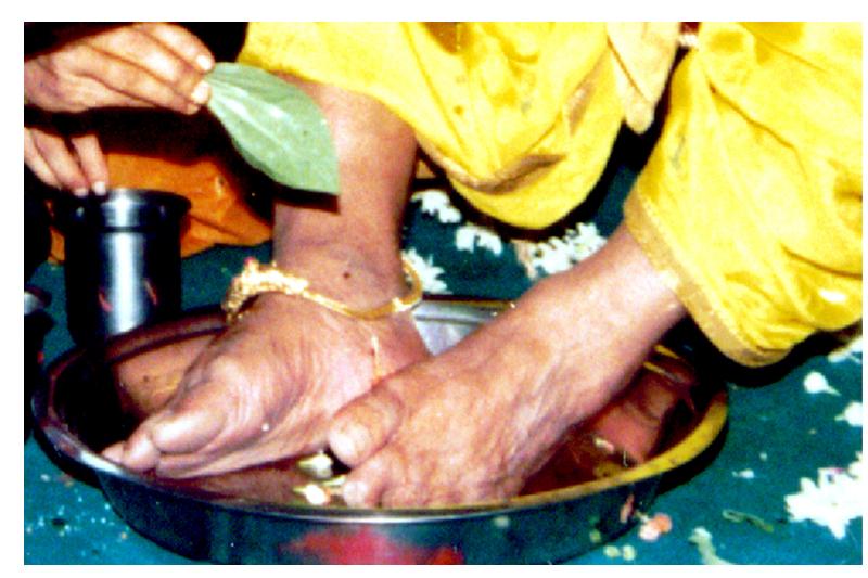 స్వయంగా గురువుగారిని 1993లో భక్తులు పూజించుకున్న వీడియో